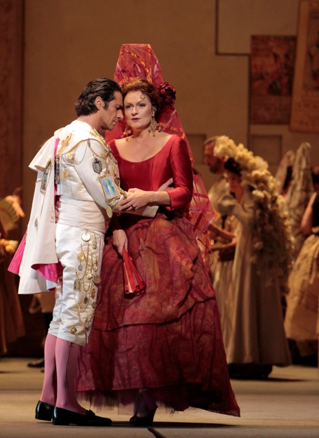 Ildebrando D'Archangelo as Escamillo & Patricia Bardon as Carmen. Photo by Robert Millard.